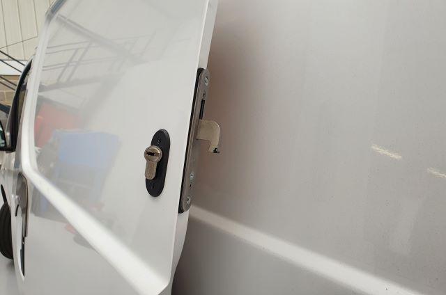 Nissan NV200 2010 Hook Lock
