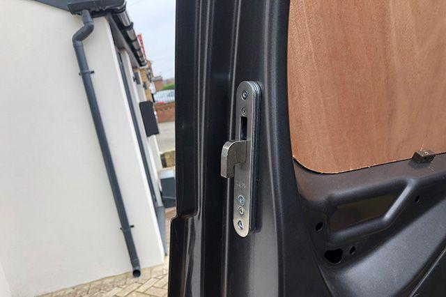 Citroen Berlingo 2019> Hook Lock